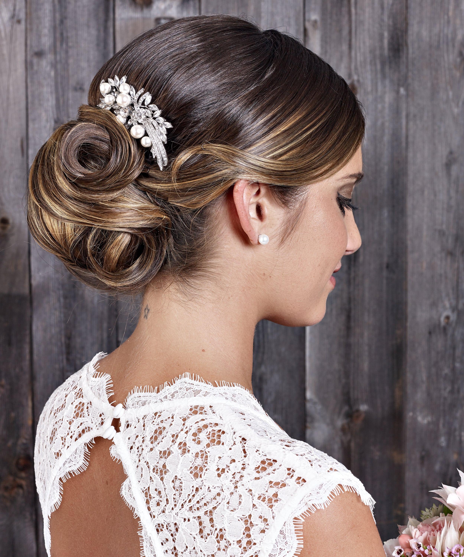 Die neusten Frisurentrends und Accessoires für die Braut